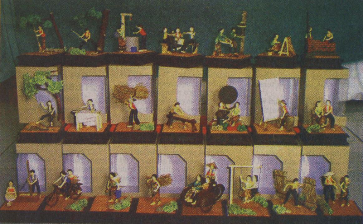 Furniture Miniatur Kehidupan Desa Diskusi Rumah